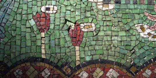 Mosaik aus Smalten am Grabmal der Familie Dernburg vor der Restaurierung, Detail