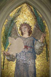 Engel mit Palmzweig vor der Restaurierung