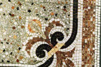 Fussboden im Hausflur am Schiffbauerdamm mit Mosaik und Terrazzo, Detail