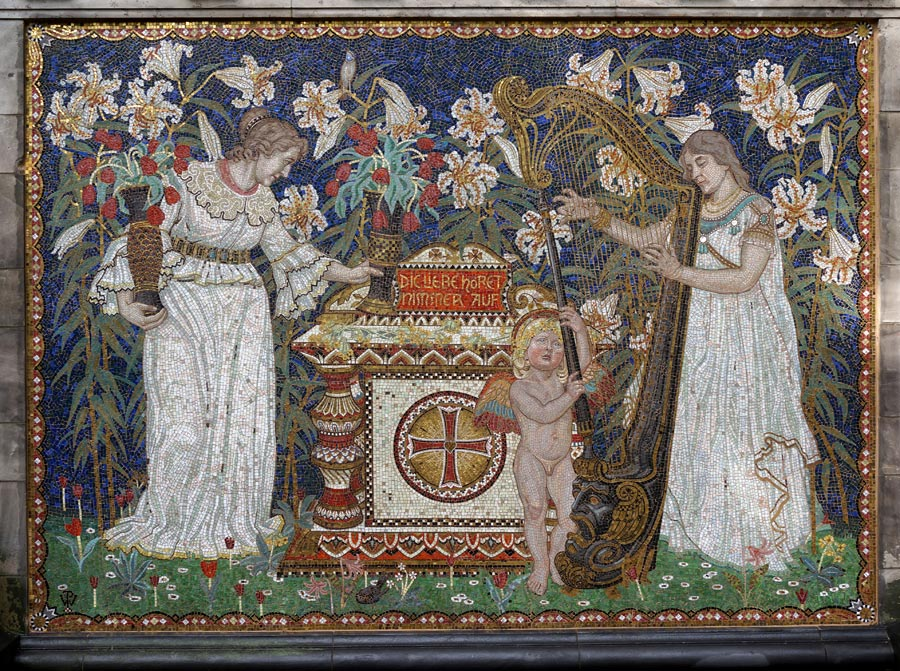 Mosaic on the dernburg family grave after the restoration