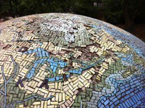 Mosaikglobus von Schulze-Seehof aus dem Jahr 1960